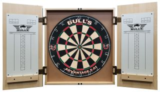 Bull's Deluxe Wooden Cabinet Light Oak bij Darts Warehouse